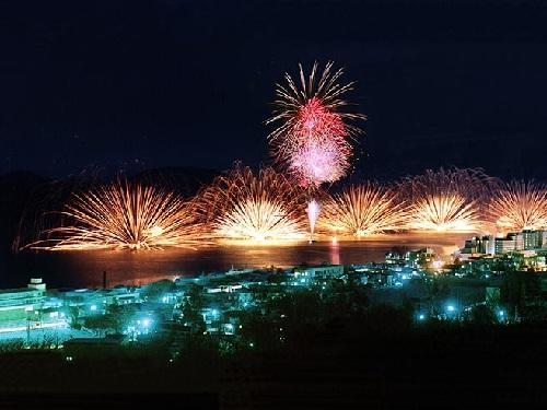毎晩開催 1泊目洞爺湖ではロングラン花火大会開催