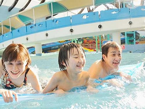 1泊目のホテルは1年中遊べるプールが人気です♪