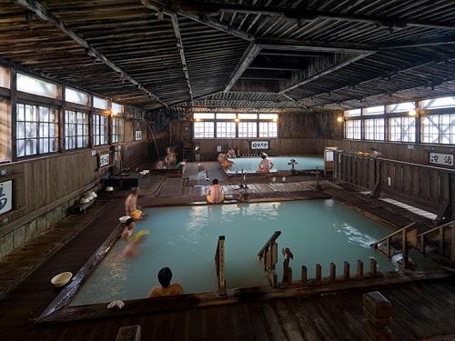 酸ヶ湯温泉旅館「ヒバ千人風呂」(混浴)のイメージ※割増あり