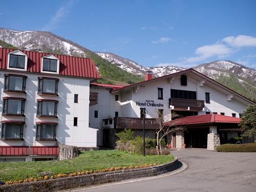 スキー場が広がる高原に佇むスイスシャレー風のホテルに泊まって、地場食材を取り入れた料理を堪能♪ 宮城県に泊まろう! 【早21割】鬼首温泉がオススメ♪スタンダードツイン【2食付】