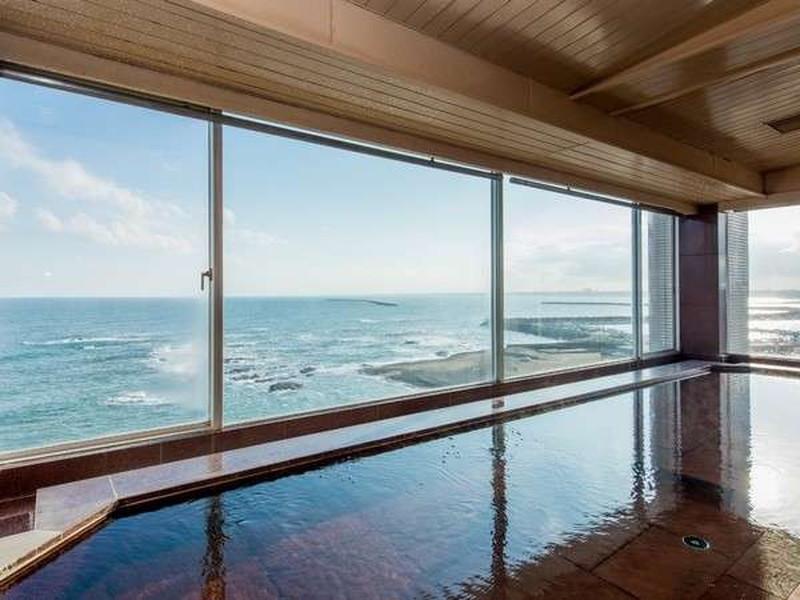 太平洋を一望できる大浴場