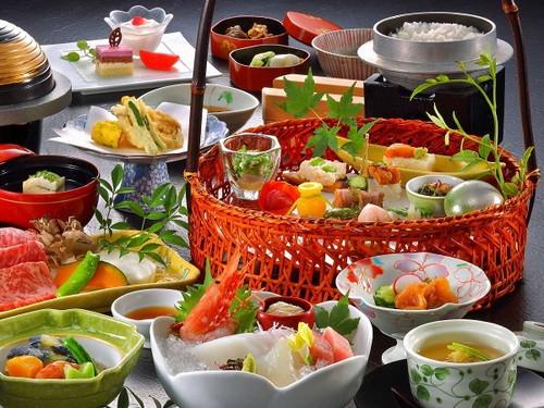 鬼怒川グランドホテル夢の季 お料理(京風旬彩籠盛)の一例