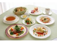 湖畔に佇むおとなの隠れ家☆夕食は金谷ホテル伝統のフランス料理をお楽しみください♪ □秋冬のおでかけ♪ シンプルプラン ツイン