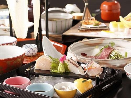お料理、おもてなし、絶景。純和風数奇屋造りの料亭旅館をご堪能下さい。 ■春夏のおでかけ! 聚楽第イチオシプラン(2〜3名)