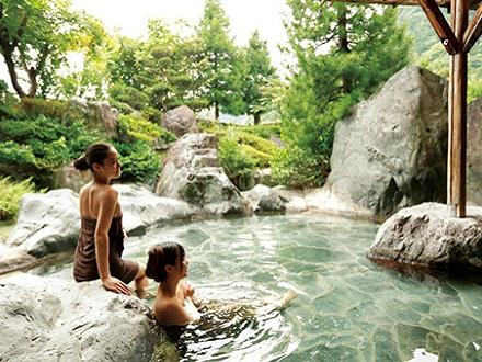庭園風呂「吟水の湯」(男性用ですが女性モデルで撮影)のイメージ