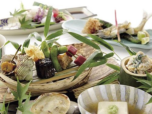 夕食(日本料理)の一例 ※要割増代金