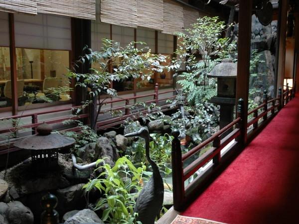 施設(坪庭)の一例