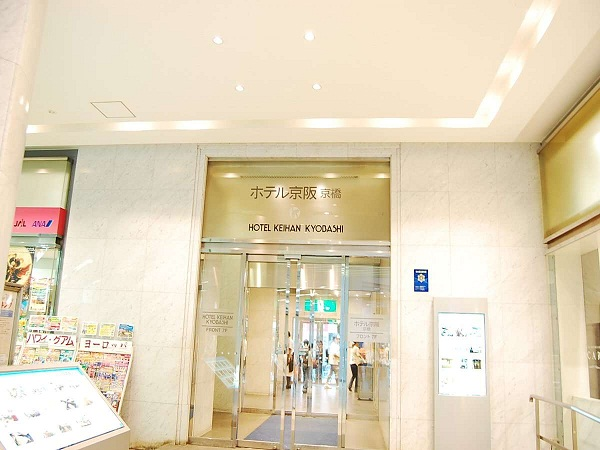 ホテル入り口(京阪電車側)
