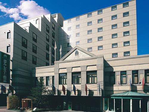 割増なしで選べるホテルの一例 「ホテル・レクストン鹿児島」 外観