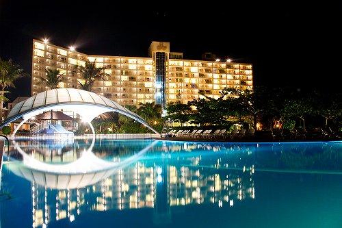 ホテル プールと外観