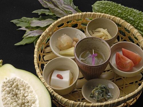 ホテル 朝食(和定食 ぬちぐすい「命の薬」定食)イメージ