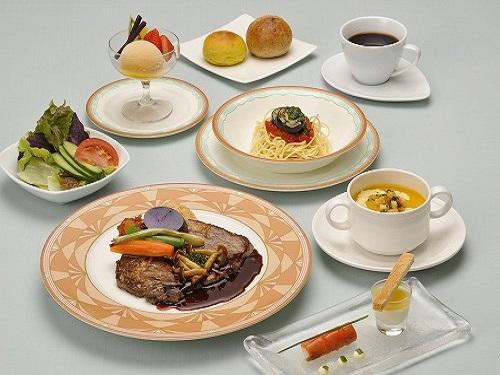 選べる夕食の一例 (ブラッスリー「ベルデマール」の夕食コース一例)