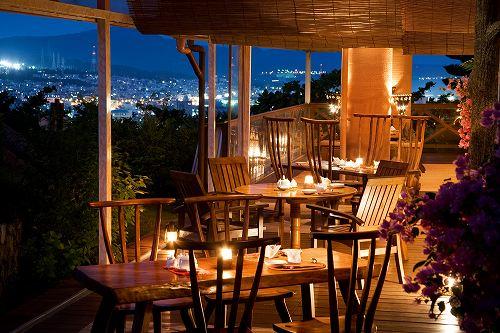 ホテル 施設の一例 (レストラン「マカンマカン」 テラス)