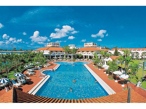 基本ホテル「リゾートホテル久米島アイランド」 外観とプール イメージ