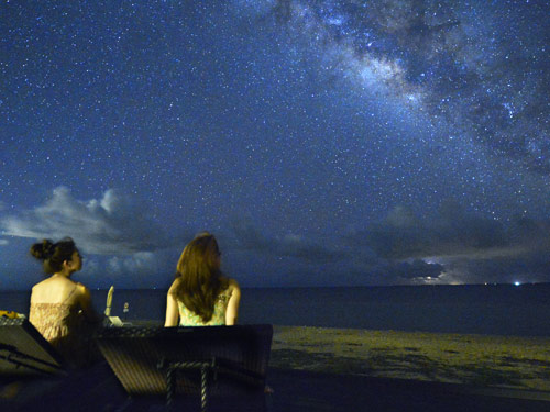 小浜島の星空(画像は、はいむるぶし「星空テラス」)