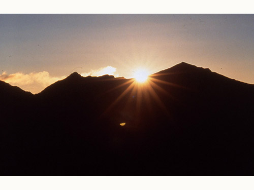 後立山連峰ご来光のイメージ ※ご来光バスツアーは別途有料