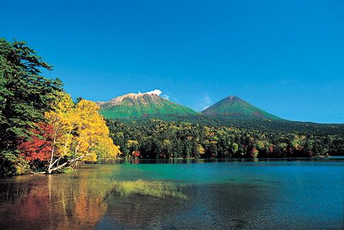 オンネトー(10月頃撮影)のイメージ※ひがし北海道周遊バス「サウスルート」で訪れます