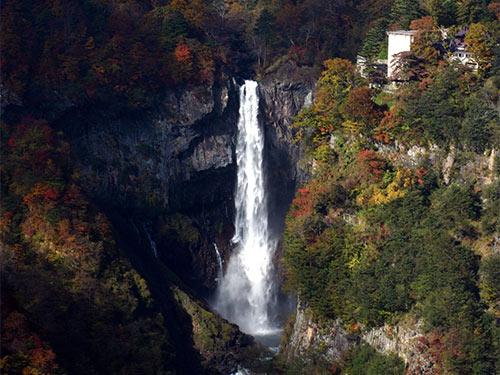華厳の滝秋のイメージ