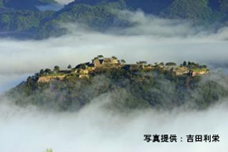 竹田城の一例※立雲峡からの遠望のイメージです。雲海は季節・時間により発生する自然現象のため、ご覧いただけません。