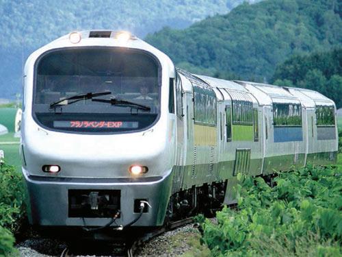 特急フラノラベンダーエクスプレス号 イメージ 写真提供:JR北海道