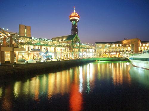 福岡 ベイサイドプレイス(夜)のイメージ
