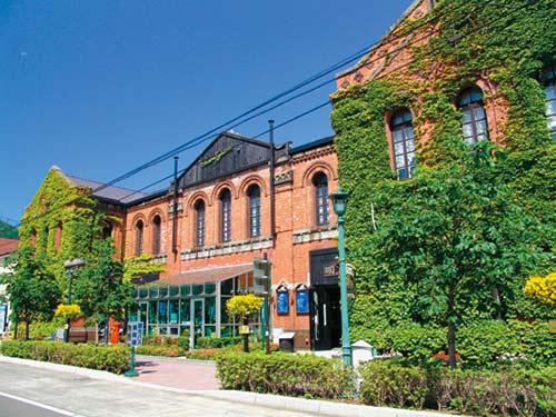 函館 イメージ (画像はベイエリアに建つ複合商業施設「はこだて明治館」)