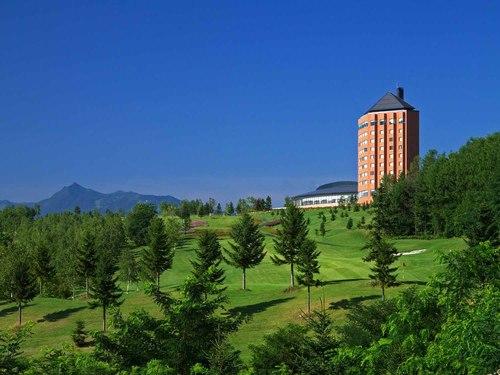 上質で魅力あるハイリゾートステイを、「丘の上の邸宅」。見晴らしのいい大浴場で旅の疲れを癒す♪ 北海道 中富良野に泊まろう!スタンダードプラン デラックスツイン