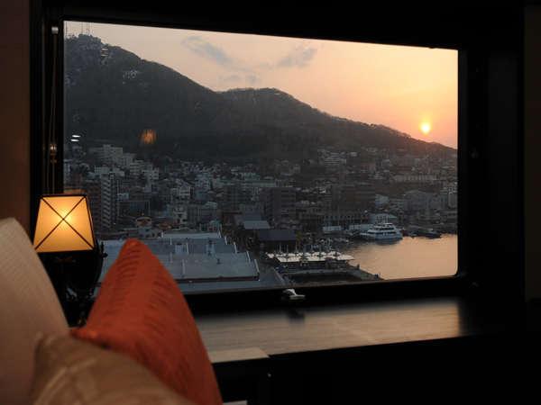 お部屋から函館の海を眺める贅沢な時間♪朝食は好きなネタ盛り放題の勝手丼が人気♪ 北海道に泊まろう☆ホテルプラン 北海道のおいしい朝食付☆ベイエリア側ツイン