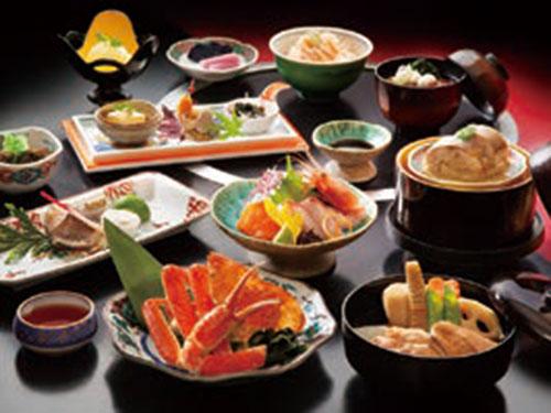基本夕食プラン「加賀会席」のイメージ