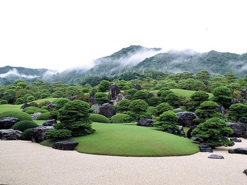 庭園と名画でくつろぐ足立美術館と縁結びの聖地出雲大社 2日間