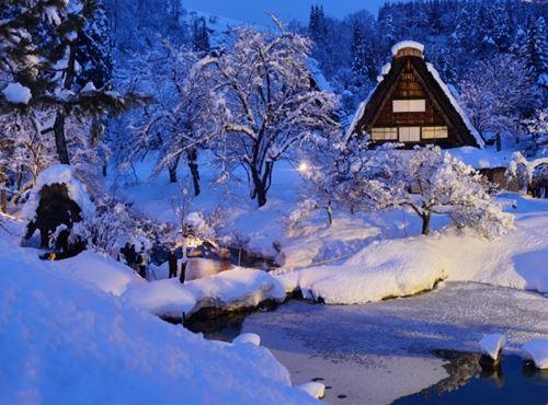 白川郷民家園 ライトアップイメージ【photo阿武悦司(Anno Etsuji)】