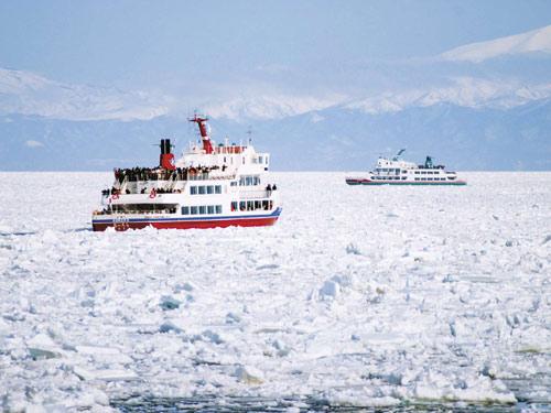 バスで巡る 流氷砕氷船に乗船 知床・層雲峡温泉 3日間