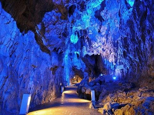龍泉洞「月宮殿」のイメージ